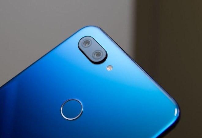 """Đánh giá XiaoMi MI 8 Lite: Mặt lưng chuyển màu, """"cày"""" game khỏe"""