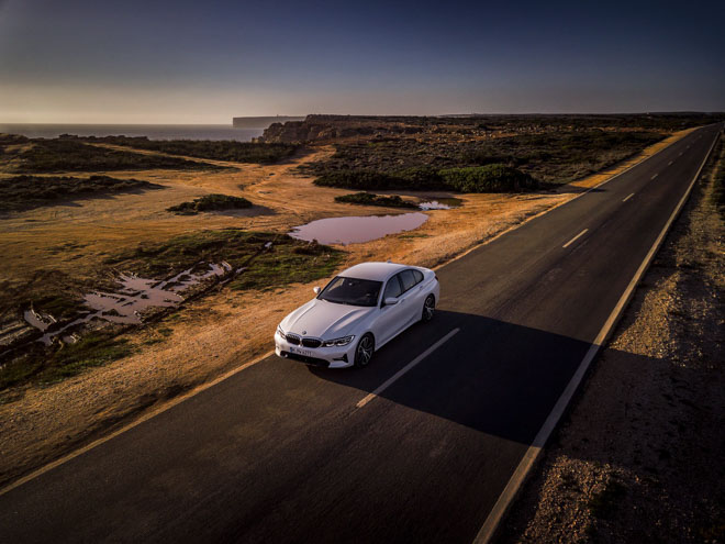 BMW giới thiệu phiên bản 330e 2019: Tiêu hao nhiên liệu đạt 1,7L/100km - 2