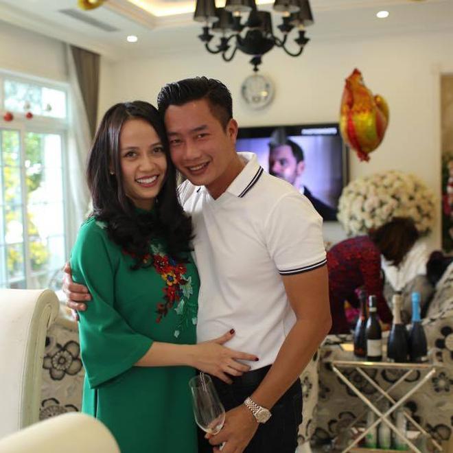 """Bà xã xinh đẹp được MC Hoa Thanh Tùng """"giấu kín"""" suốt 15 năm - 1"""