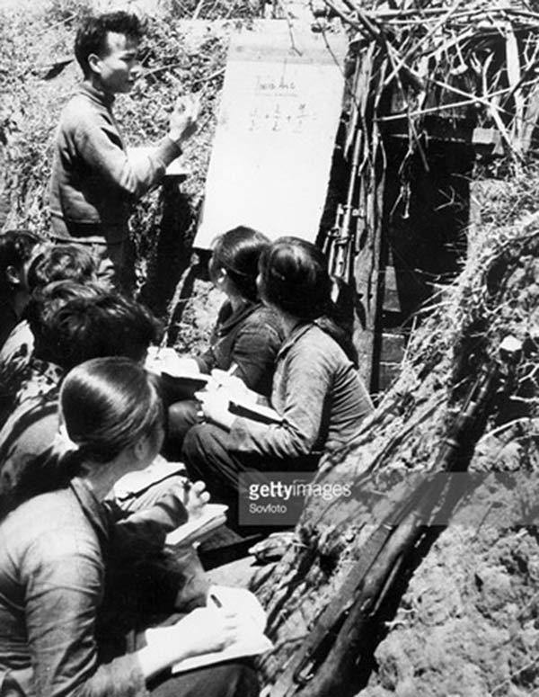 Những bức ảnh quý hiếm về nghề giáo thời chiến tranh - 6