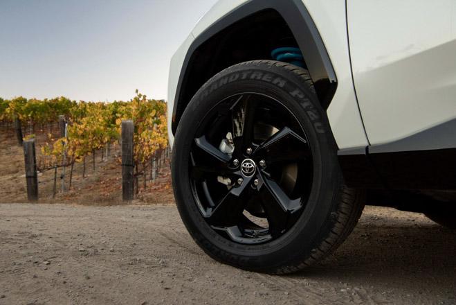 Toyota RAV4 2019 có giá từ 25.500 USD tại Mỹ - 9