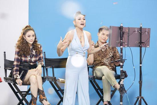 Võ Hoàng Yến gặp sự cố váy hở hiểm gây đỏ mặt trên sóng truyền hình - 3