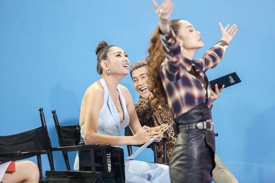 Võ Hoàng Yến gặp sự cố váy hở hiểm gây đỏ mặt trên sóng truyền hình - 2