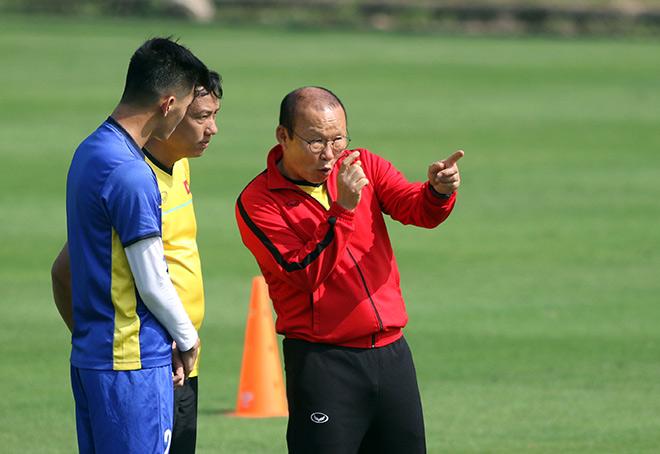 """""""Người đặc biệt"""" của HLV Park Hang Seo cổ vũ ĐT Việt Nam tập luyện - 3"""