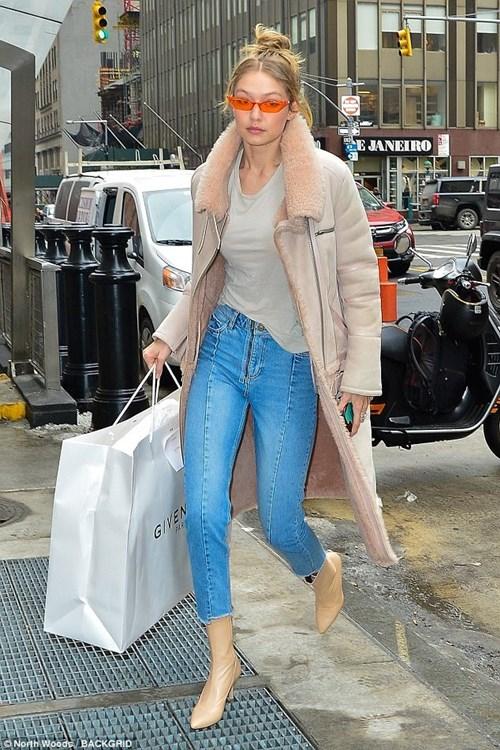 Bộ sưu tập áo khoác đáng mơ ước của Gigi Hadid - 6