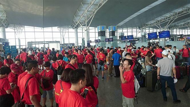 Sẽ có máy bay đưa người hâm mộ từ TP.HCM sang Philippines cổ vũ đội tuyển Việt Nam - 1