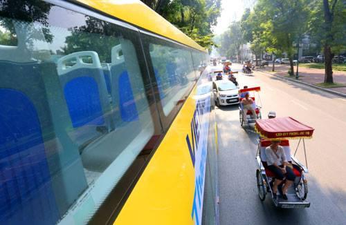 """Hà Nội có thêm ba xe buýt 2 tầng mui trần màu sắc """"cực lạ"""" - 2"""