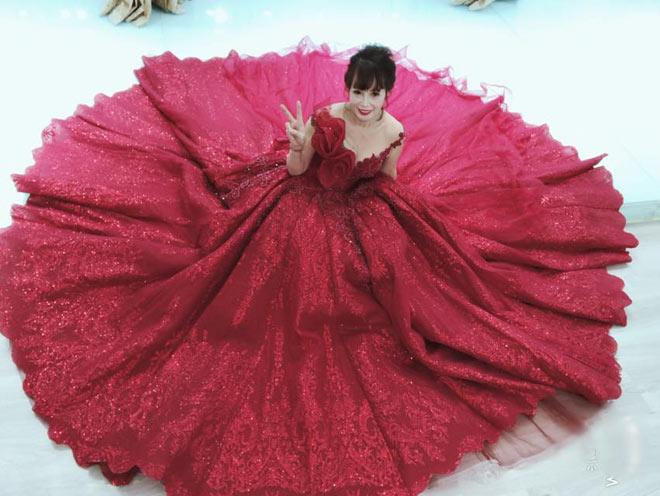 Cô dâu 62 tuổi khoe ảnh cưới lộng lẫy lần 2 ở Đà Nẵng - 6
