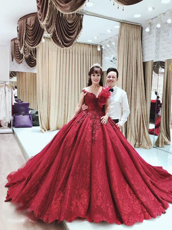 Cô dâu 62 tuổi khoe ảnh cưới lộng lẫy lần 2 ở Đà Nẵng - 2