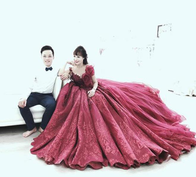 Cô dâu 62 tuổi khoe ảnh cưới lộng lẫy lần 2 ở Đà Nẵng - 3