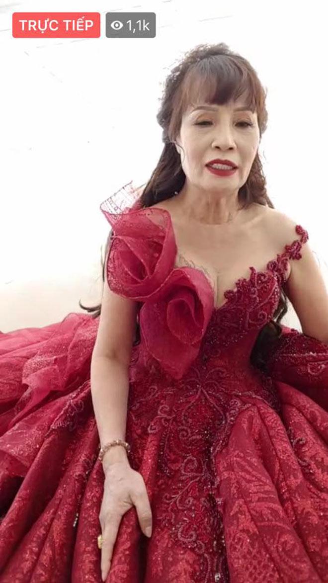 Cô dâu 62 tuổi khoe ảnh cưới lộng lẫy lần 2 ở Đà Nẵng - 7
