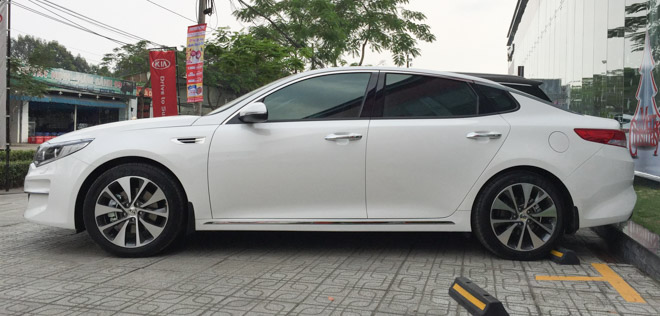 Kia Optima giảm giá còn 757 triệu, rẻ hơn cả Mazda 3 - 8