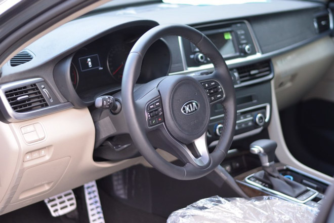 Kia Optima giảm giá còn 757 triệu, rẻ hơn cả Mazda 3 - 4