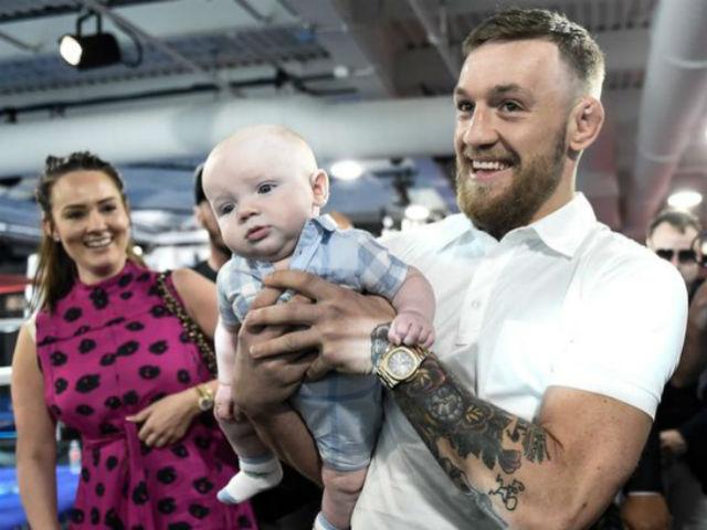 """Tin thể thao HOT 30/11: McGregor huấn luyện con trai """"đấm đá"""" gây bão"""