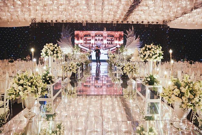 Không gian tiệc cưới hoàng gia của Ưng Hoàng Phúc - Kim Cương, dự kiến có 700 khách dự - 2