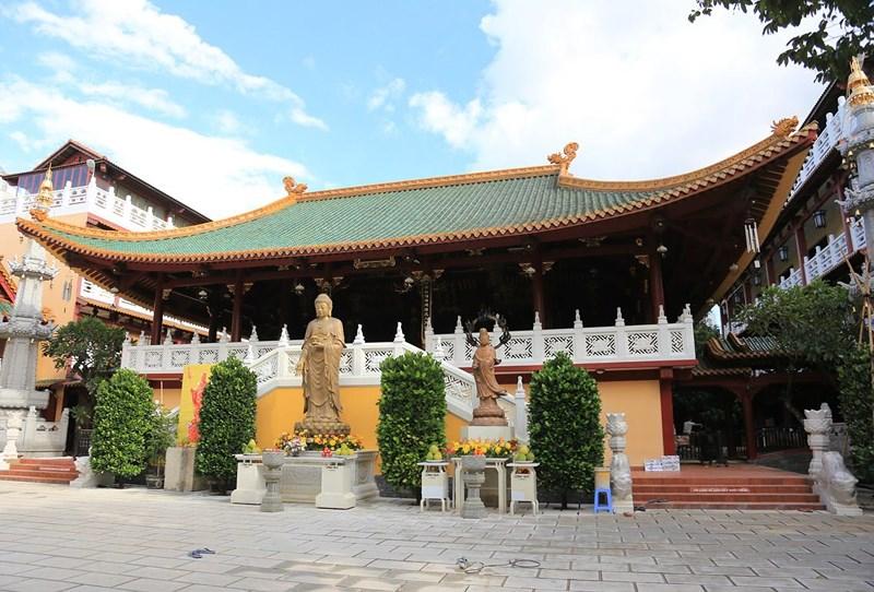 Cận cảnh ngôi chùa có tháp bằng gốm cao nhất Việt Nam - 1