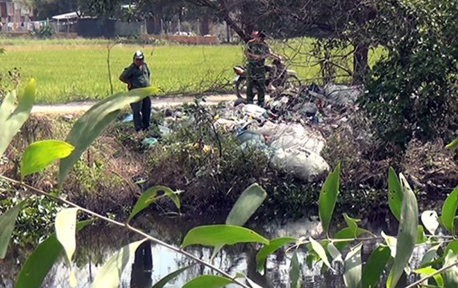 Thanh niên mặc áo GrabBike nghi bị sát hại ở Sài Gòn - 3
