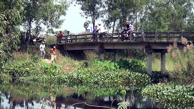 Thanh niên mặc áo GrabBike nghi bị sát hại ở Sài Gòn - 2