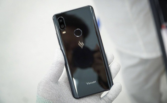 Hình ảnh một trong bốn smartphone VSmart sắp ra mắt bất ngờ lộ diện - 1