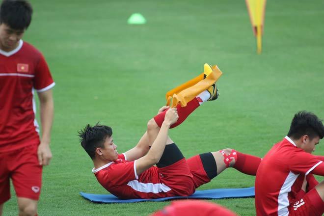 ĐT Việt Nam tập đấu Philippines lượt về: Hùng Dũng chấn thương, thầy Park đăm chiêu - 7