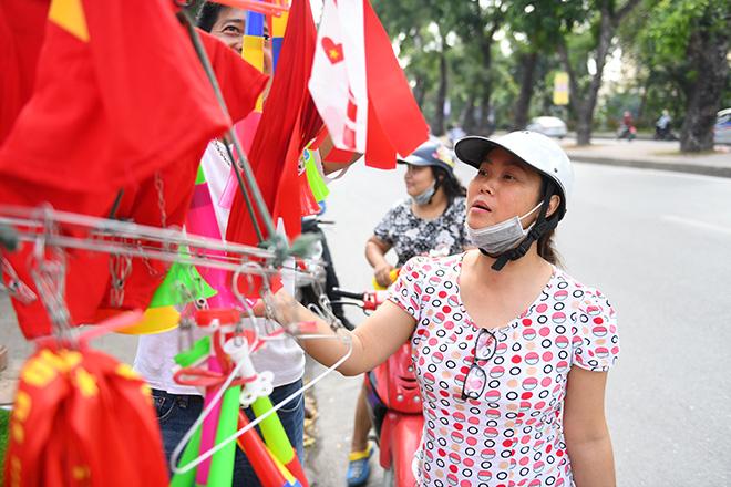 Phố phường Hà Nội ngập tràn cờ đỏ sao vàng trước trận Việt Nam - Philippines - 4