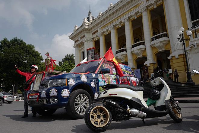 Phố phường Hà Nội ngập tràn cờ đỏ sao vàng trước trận Việt Nam - Philippines - 12