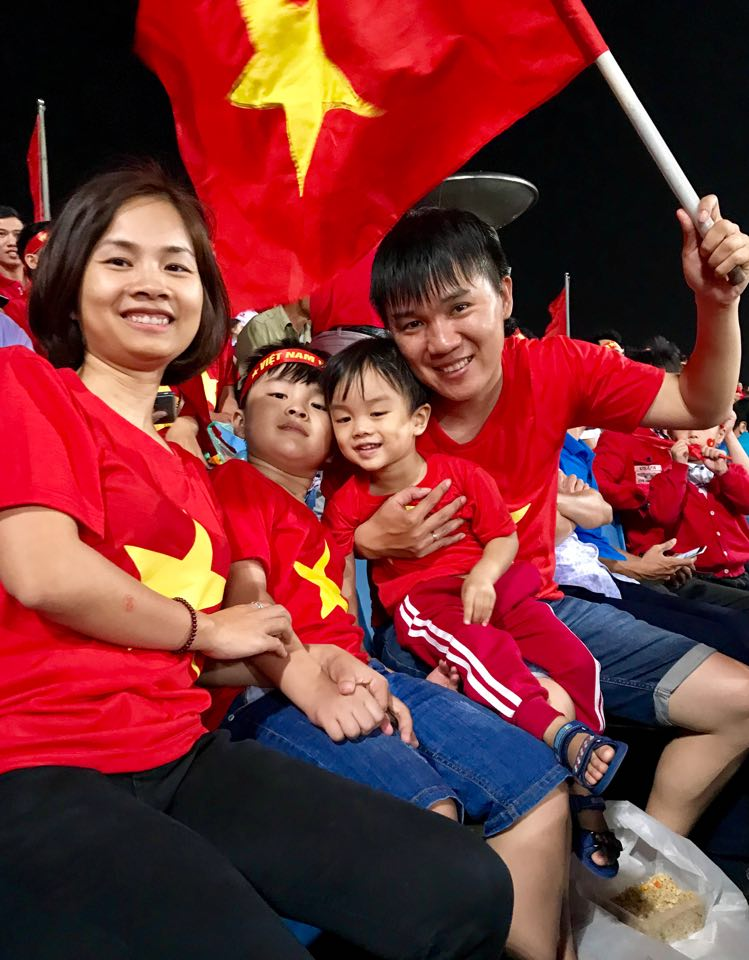 """Trực tiếp Việt Nam - Philippines: CĐV nhuộm đỏ """"chảo lửa"""" Mỹ Đình - 7"""