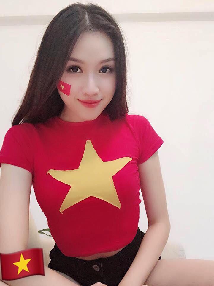 Đây chính là dàn cổ động viên xinh đẹp, gợi cảm, nổi tiếng nhất tuyển Việt Nam - 1