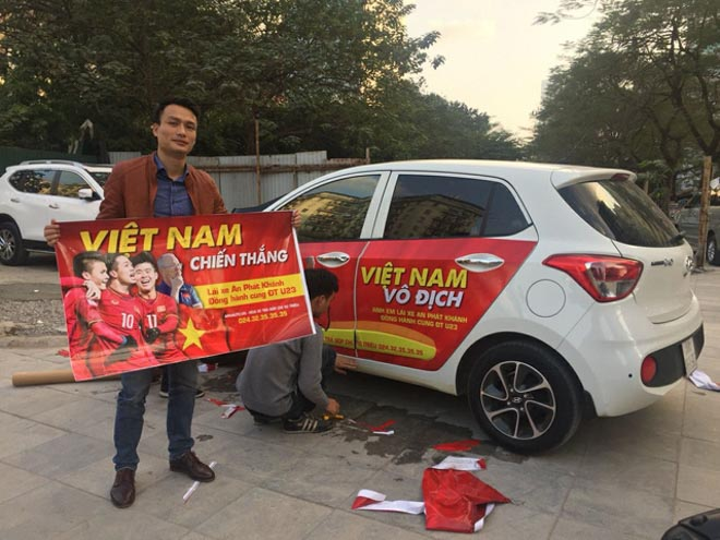 Fan cuồng đội phủ kín xế yêu bằng hình tuyển Việt Nam, mơ vô địch AFF Cup - 14