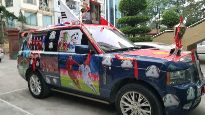 Fan cuồng đội phủ kín xế yêu bằng hình tuyển Việt Nam, mơ vô địch AFF Cup - 3