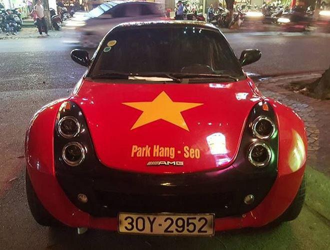 Fan cuồng đội phủ kín xế yêu bằng hình tuyển Việt Nam, mơ vô địch AFF Cup - 11