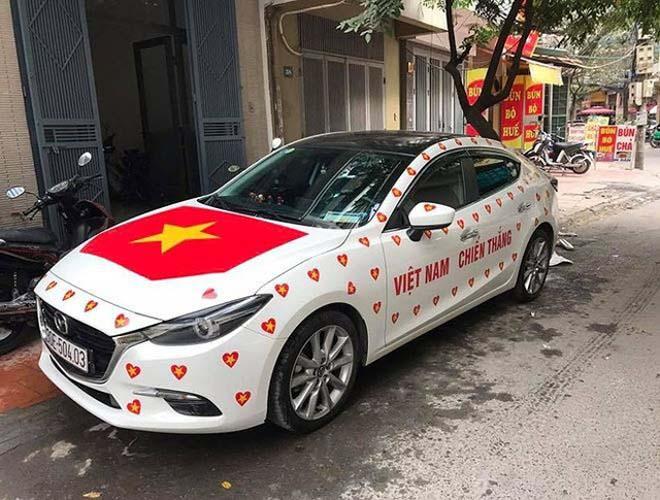 Fan cuồng đội phủ kín xế yêu bằng hình tuyển Việt Nam, mơ vô địch AFF Cup - 7