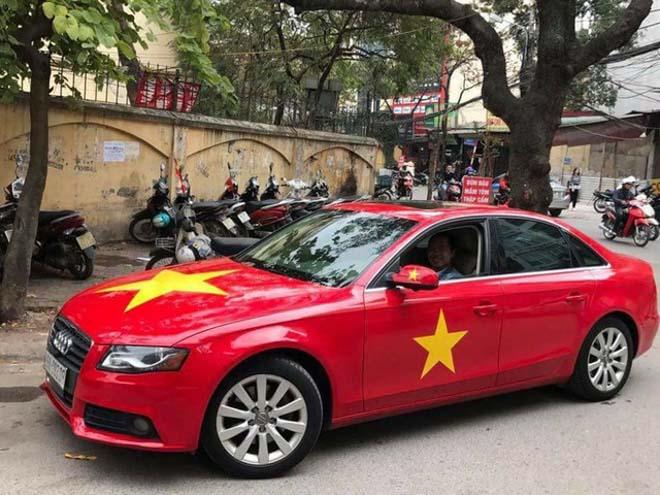 Fan cuồng đội phủ kín xế yêu bằng hình tuyển Việt Nam, mơ vô địch AFF Cup - 8