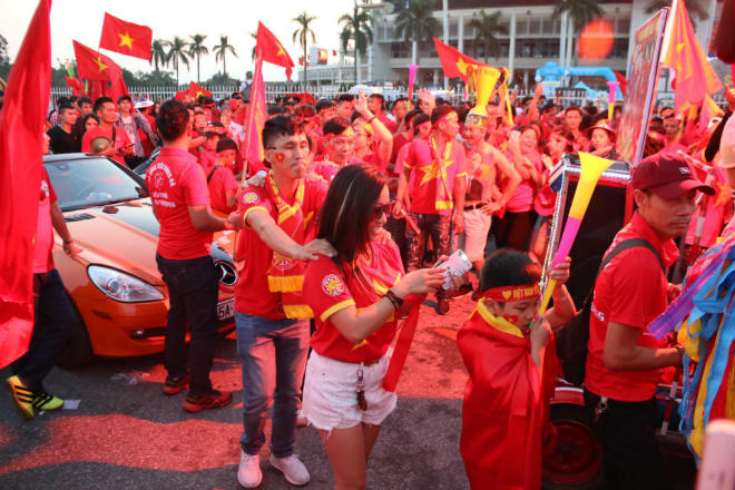 """Trực tiếp Việt Nam - Philippines: Huy Hùng vào sân tăng chất """"thép"""" - 20"""