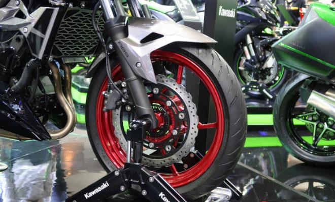 Kawasaki Z400 giá 132 triệu đồng, phái mạnh thao thức - 5