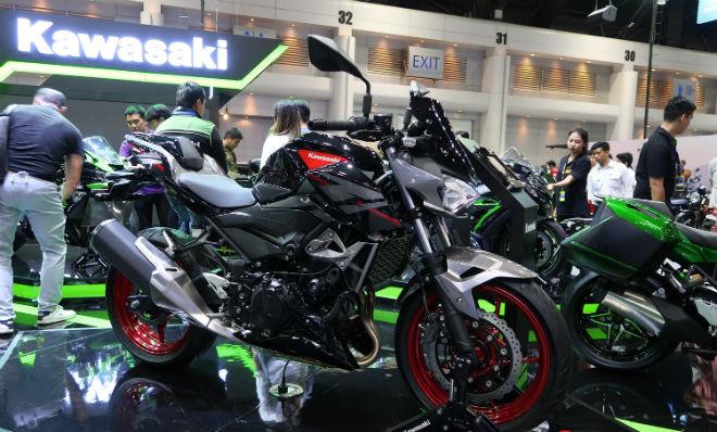 Kawasaki Z400 giá 132 triệu đồng, phái mạnh thao thức - 1