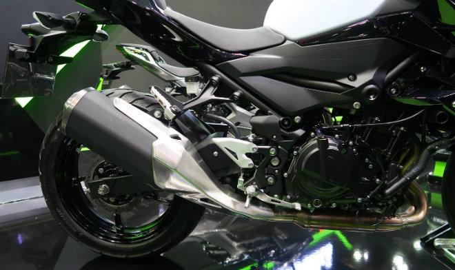 Kawasaki Z400 giá 132 triệu đồng, phái mạnh thao thức - 2