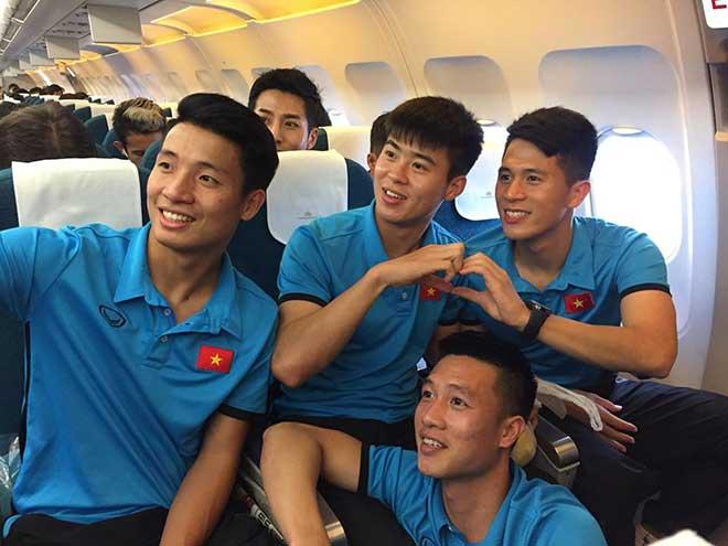 ĐT Việt Nam đã tới Malaysia: Công Phượng rạng rỡ chờ đá chung kết - 1