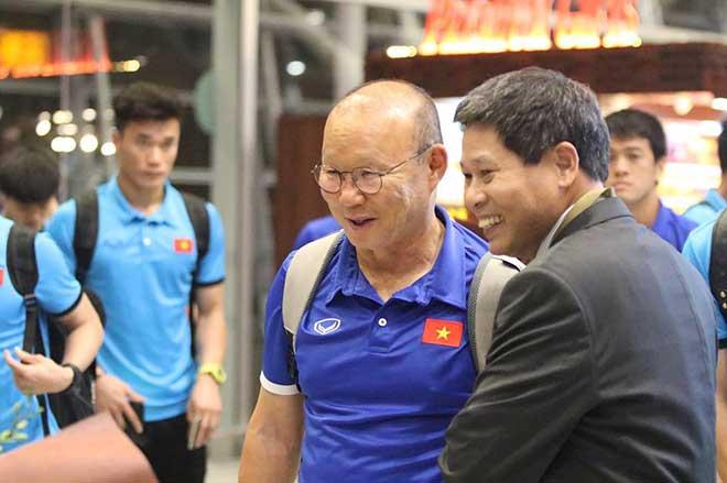 ĐT Việt Nam đã tới Malaysia: Công Phượng rạng rỡ chờ đá chung kết - 4
