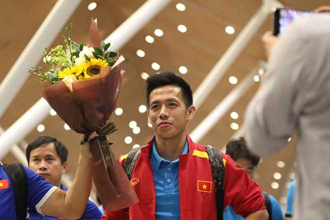 ĐT Việt Nam đã tới Malaysia: Công Phượng rạng rỡ chờ đá chung kết - 9