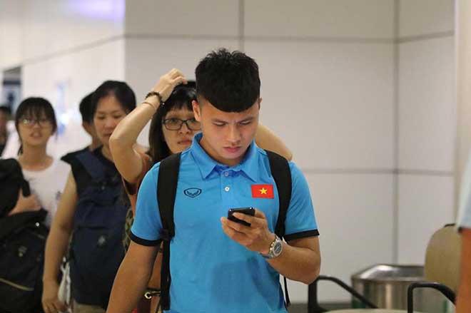 ĐT Việt Nam đã tới Malaysia: Công Phượng rạng rỡ chờ đá chung kết - 13