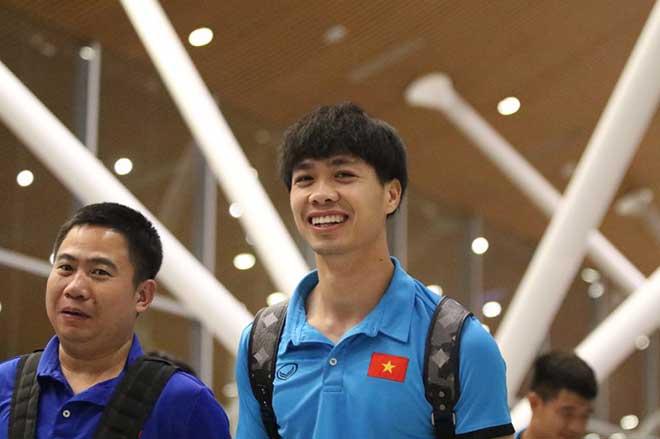 ĐT Việt Nam đã tới Malaysia: Công Phượng rạng rỡ chờ đá chung kết - 10