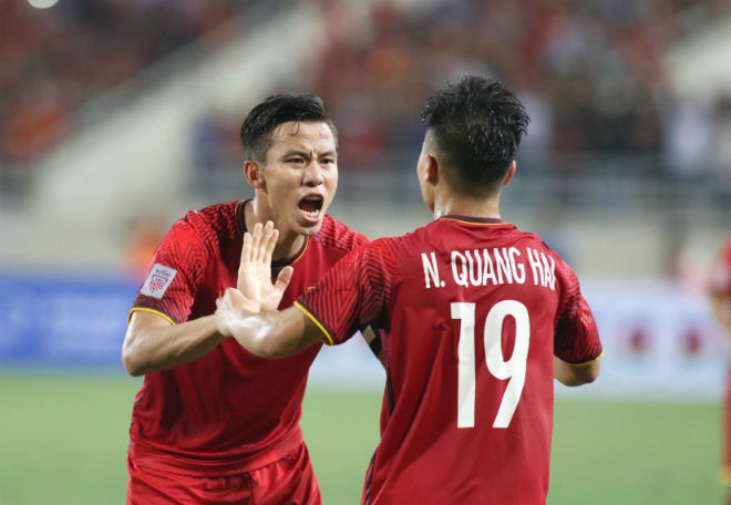 ĐT Việt Nam đã tới Malaysia: Công Phượng rạng rỡ chờ đá chung kết - 12