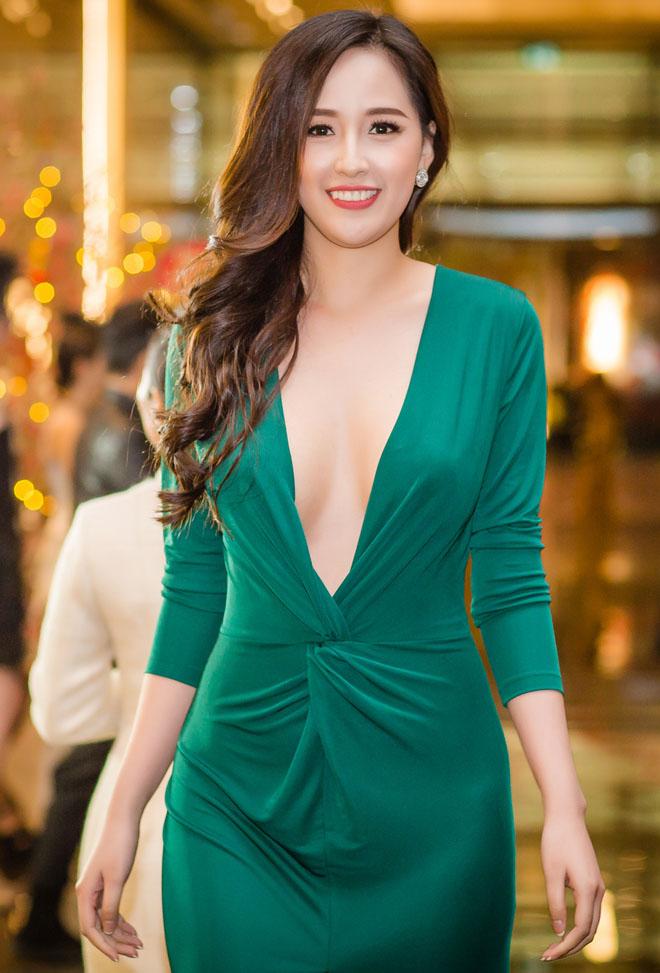 Mai Phương Thúy khoe thời trang đi ăn hàng ngắn hững hờ khi nặng 65kg