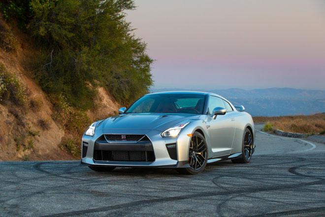 """Nissan giới thiệu """"xế đua"""" GT-R 2019, đi kèm giá bán 2,2 tỷ đồng - 1"""
