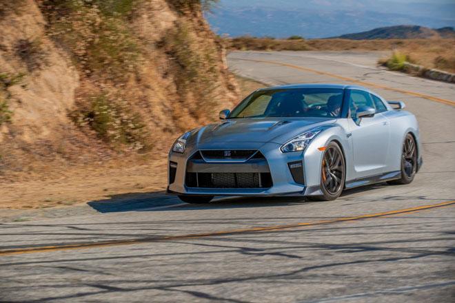 """Nissan giới thiệu """"xế đua"""" GT-R 2019, đi kèm giá bán 2,2 tỷ đồng - 9"""