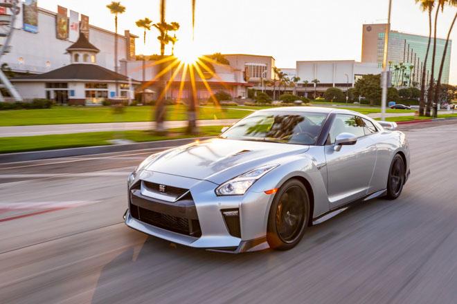 """Nissan giới thiệu """"xế đua"""" GT-R 2019, đi kèm giá bán 2,2 tỷ đồng - 12"""