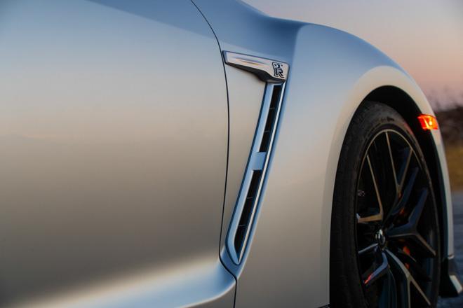 """Nissan giới thiệu """"xế đua"""" GT-R 2019, đi kèm giá bán 2,2 tỷ đồng - 13"""