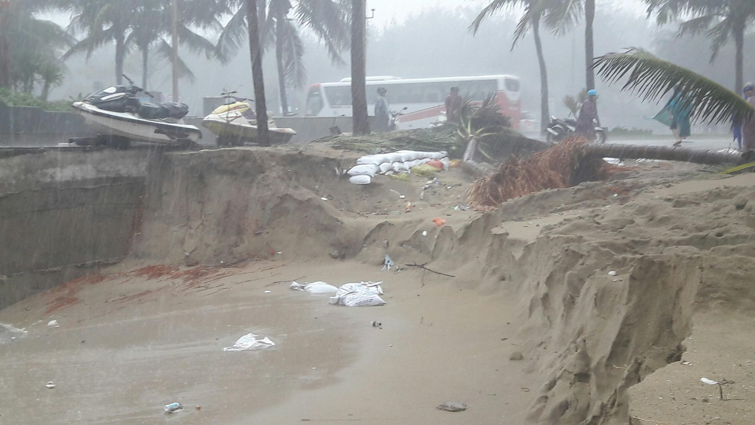 Bãi biển đẹp nhất hành tinh ở Đà Nẵng sạt lở kinh hoàng - 6