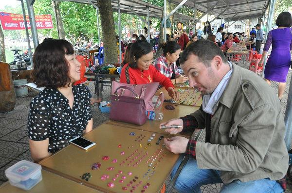 Tròn mắt ngắm những viên đá tiền tỷ tại phiên chợ tạm ở Yên Bái - 13